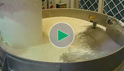 Przesiewanie mąki pszennej